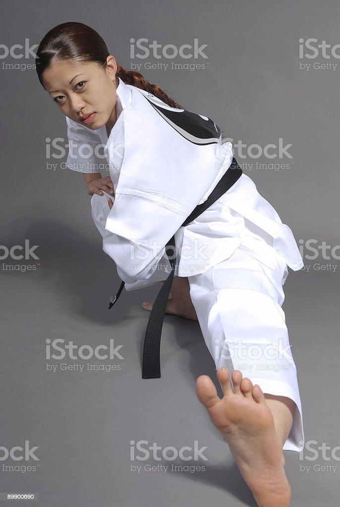 Dando la pantorrilla músculos cierta atención foto de stock libre de derechos