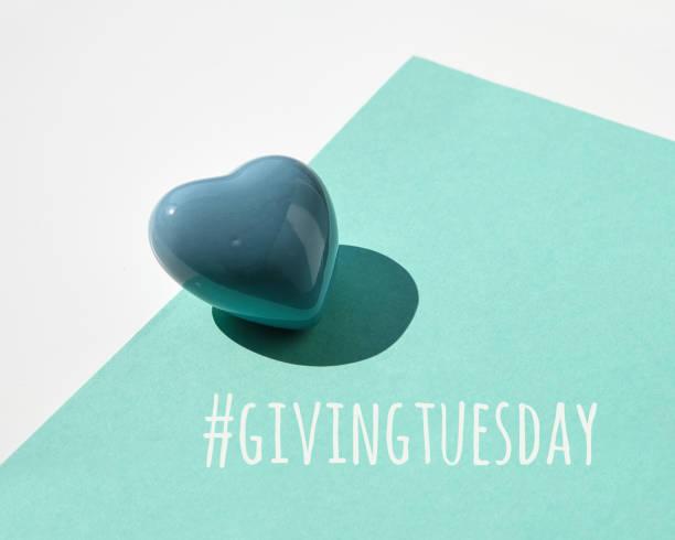 давать вторник, глобальный день благотворительности. черная пятница благотворительности, глобальная благотворительная акция. керамическ� - giving tuesday стоковые фото и изображения