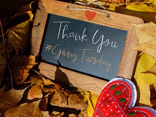giving tuesday hashtag thank you card #givingtuesday - giving tuesday стоковые фото и изображения