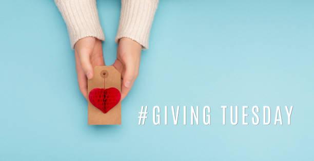 предоставление вторник благотворительности день после черная пятница покупки - giving tuesday стоковые фото и изображения
