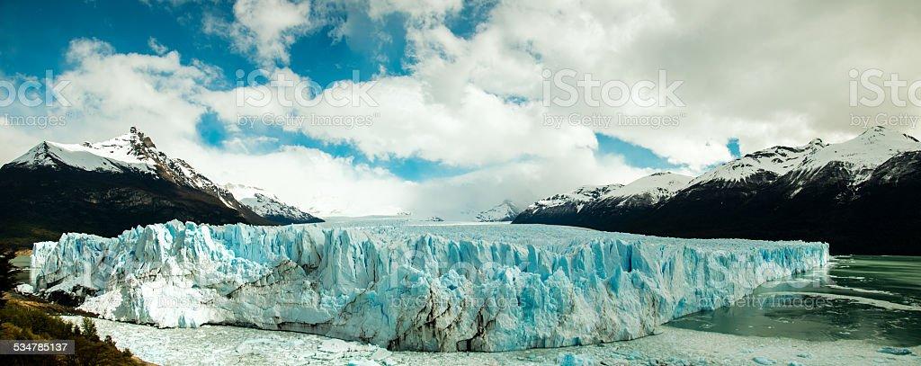glaciar perito moreno en la patagonia, argentina vista panorámica baja - foto de stock