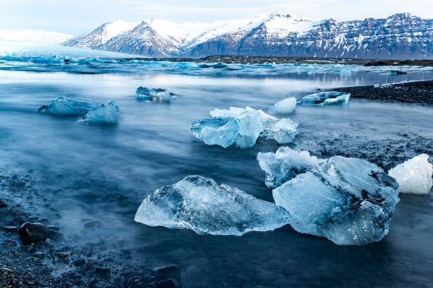 Glacier Lagoon Blue glacier ice on the shoreline jokulsarlon stock pictures, royalty-free photos & images