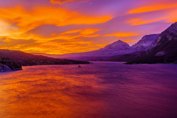 glacier national park in montana usa - st. mary lake stock pictures, royalty-free photos & images