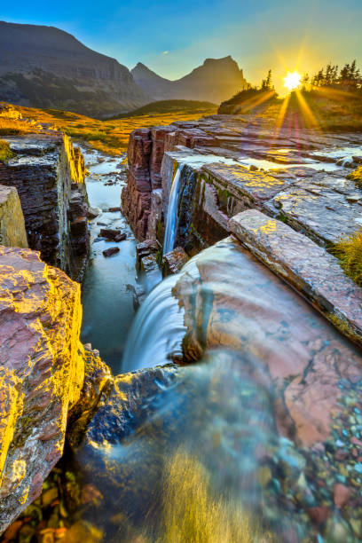 glacier national park in montana usa - logan pass stock pictures, royalty-free photos & images