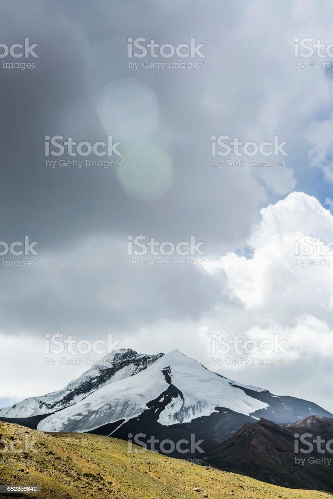 Glaciären nära Nemaling. Vandring i Markha valley (Ladakh, Indien) royaltyfri bildbanksbilder