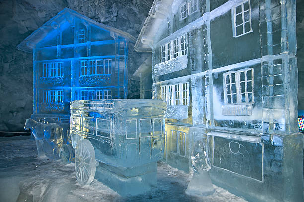 gletscher-palast - glasskulpturen stock-fotos und bilder
