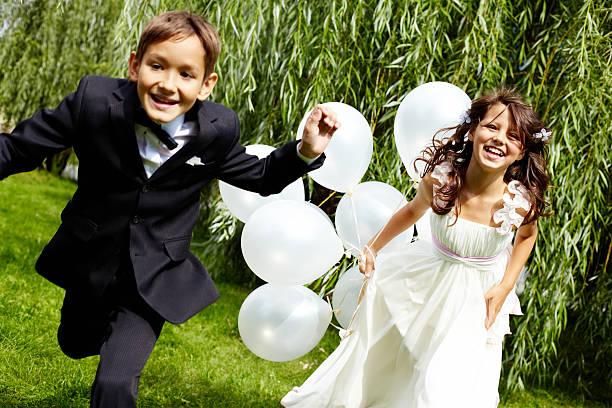 gladness - hochzeitsfeier mit kindern stock-fotos und bilder