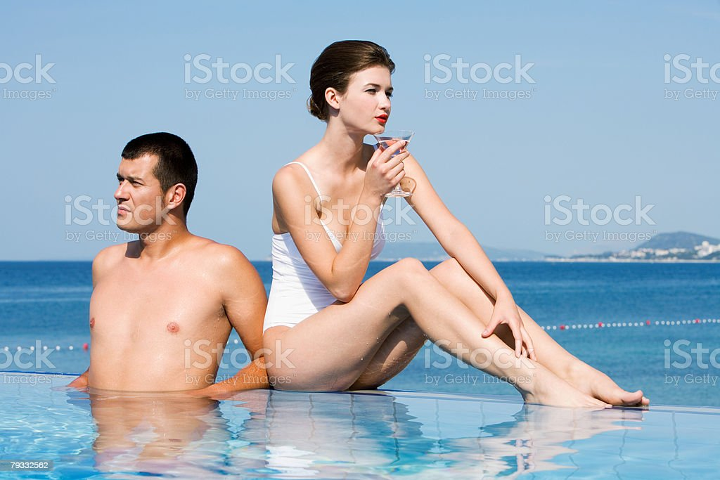 Glamorous couple in pool 免版稅 stock photo