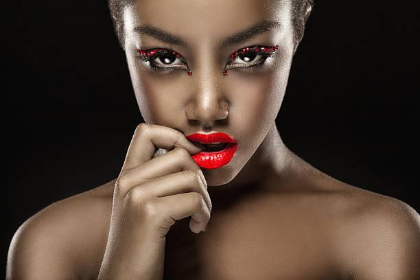retrato de fiesta - labios rojos fotografías e imágenes de stock