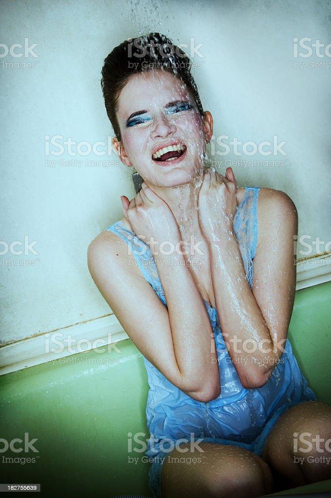 mädchen unter der dusche