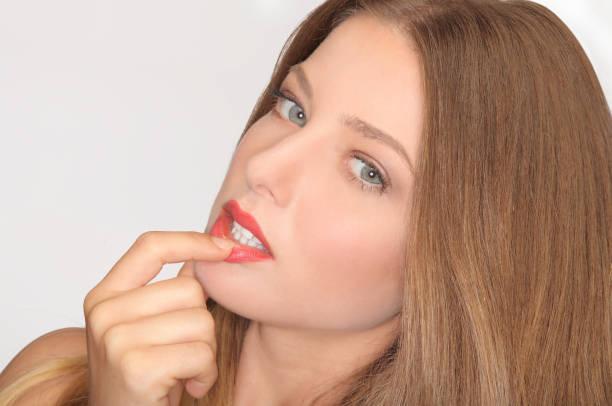 glamour portrait der schönen frau mit frischen täglichen romantischen make-up - modedetails stock-fotos und bilder