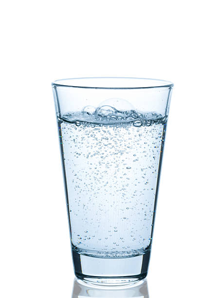 glas wasser sprudelnd - wasser stock pictures, royalty-free photos & images