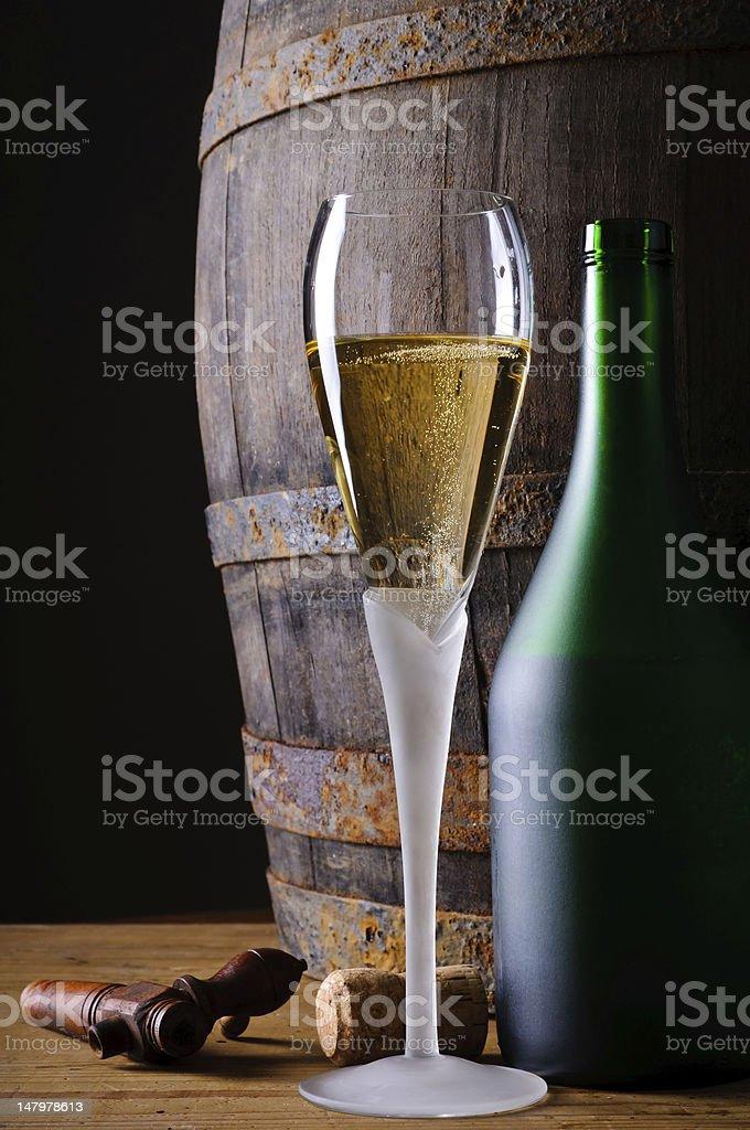 Glas und eine Flasche Champagner – Foto