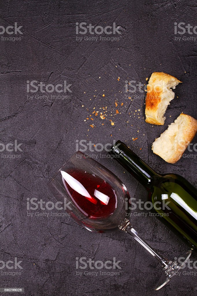 Glass and bottle of red wine and bread royaltyfri bildbanksbilder