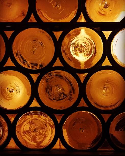 cam ve metal daire - serpilguler stok fotoğraflar ve resimler