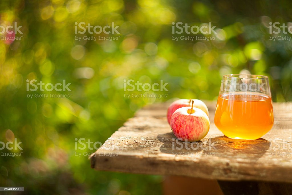 glass  apple juice on the table – Foto