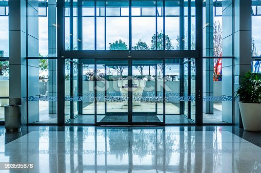 istock Glass automatic sliding doors entrance into shopping mall 993595676