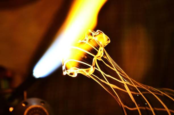 cam üfleme sanatı - isı sıcaklık stok fotoğraflar ve resimler