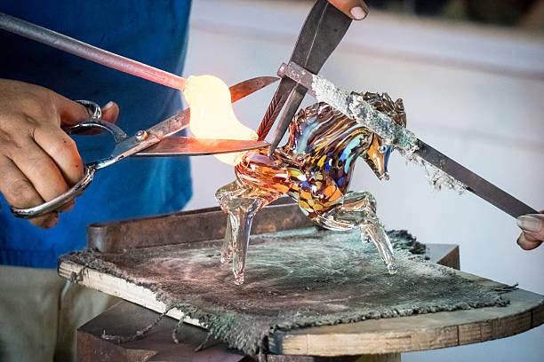 glass blowing factory-horse - glasskulpturen stock-fotos und bilder