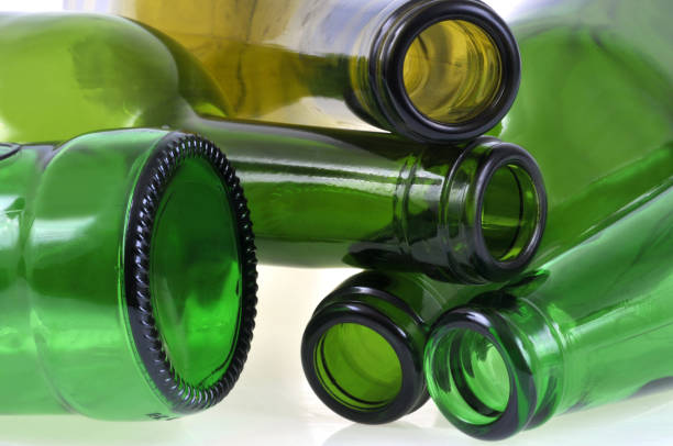 Bouteilles en verre Bouteilles en verre bottle bank stock pictures, royalty-free photos & images