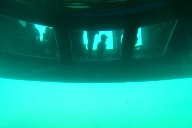 catamaran à fond de verre sous l'eau - Photo