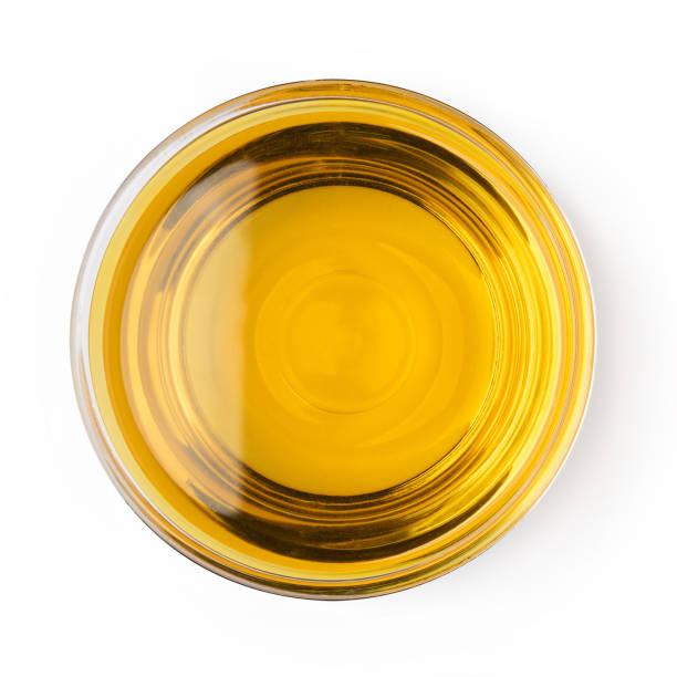 glas skål olja vegetabilisk olivolja isolerad på vit bakgrund ovanifrån objekt matlagning köksdesign - glas porslin bildbanksfoton och bilder