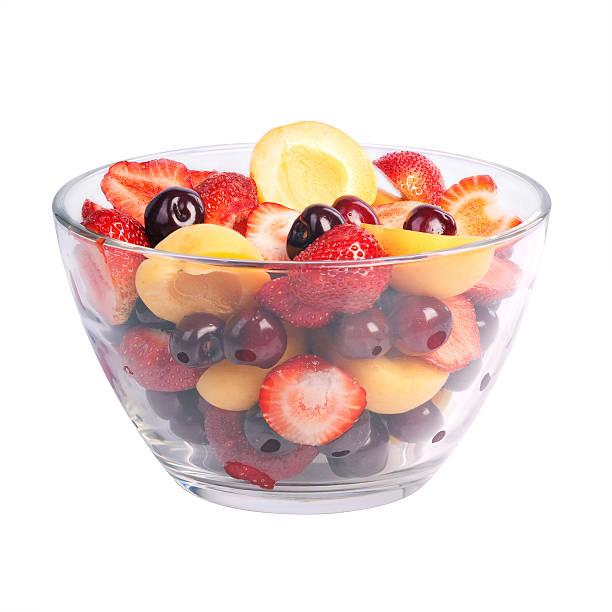 glass bowl mit frisches Obst Salat isoliert auf weiss – Foto