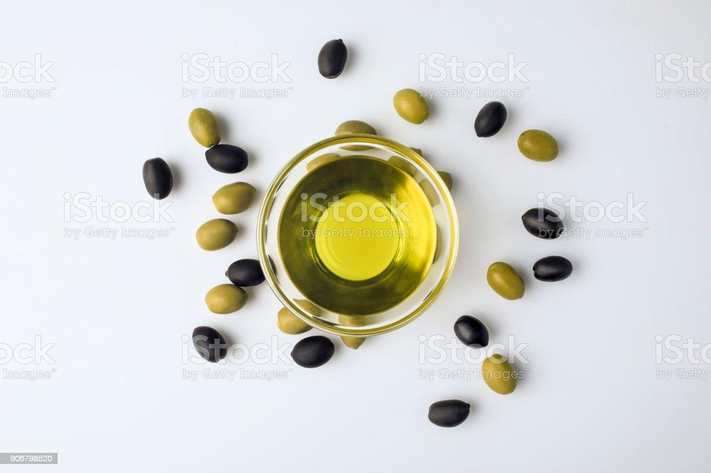 tigela de vidro com azeite de oliva - foto de acervo