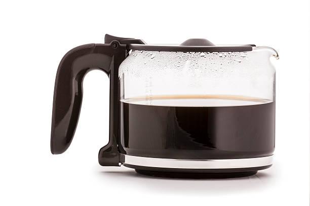 glas kaffee-karaffe isoliert, mit einem heißen kaffee - kuqa stock-fotos und bilder