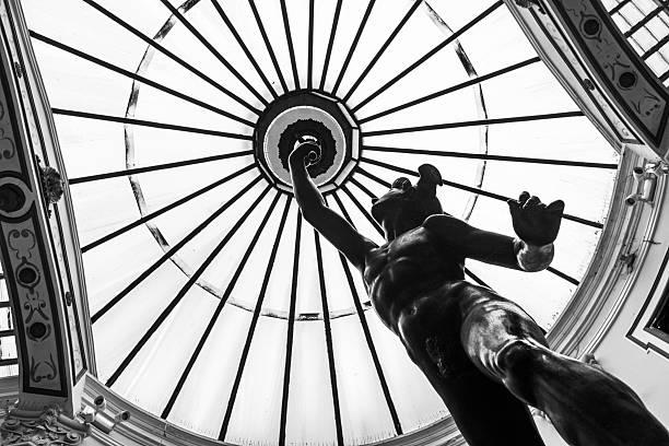 glaskuppel und mercury-skulptur in valladolid - glasskulpturen stock-fotos und bilder