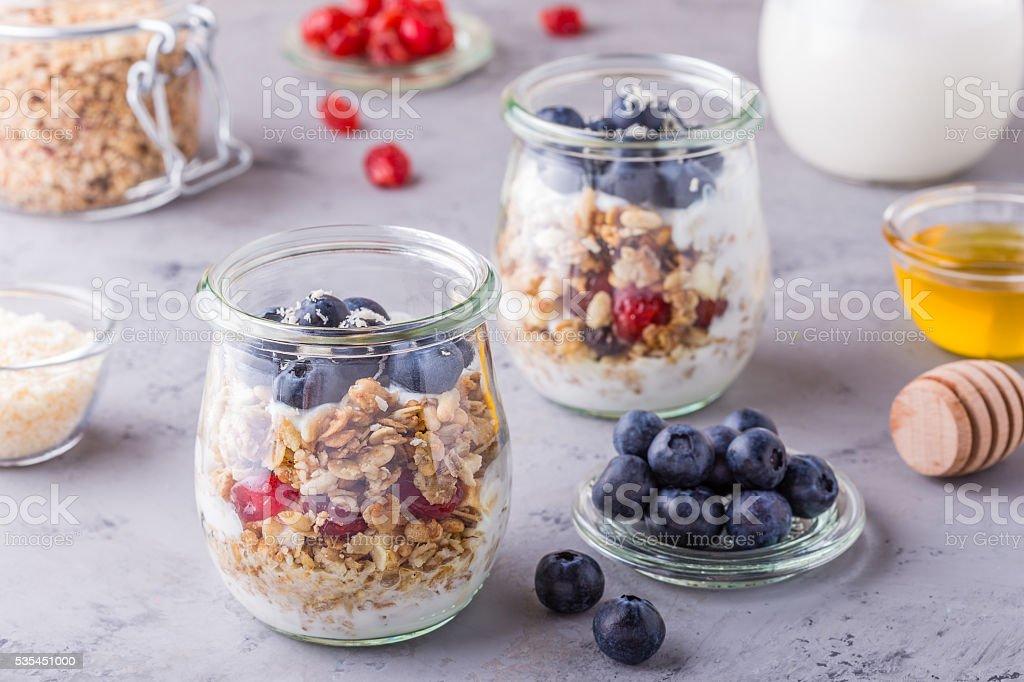 Glas Jar Von Haferflocken Mit Frischem Obst Joghurt Und Honig