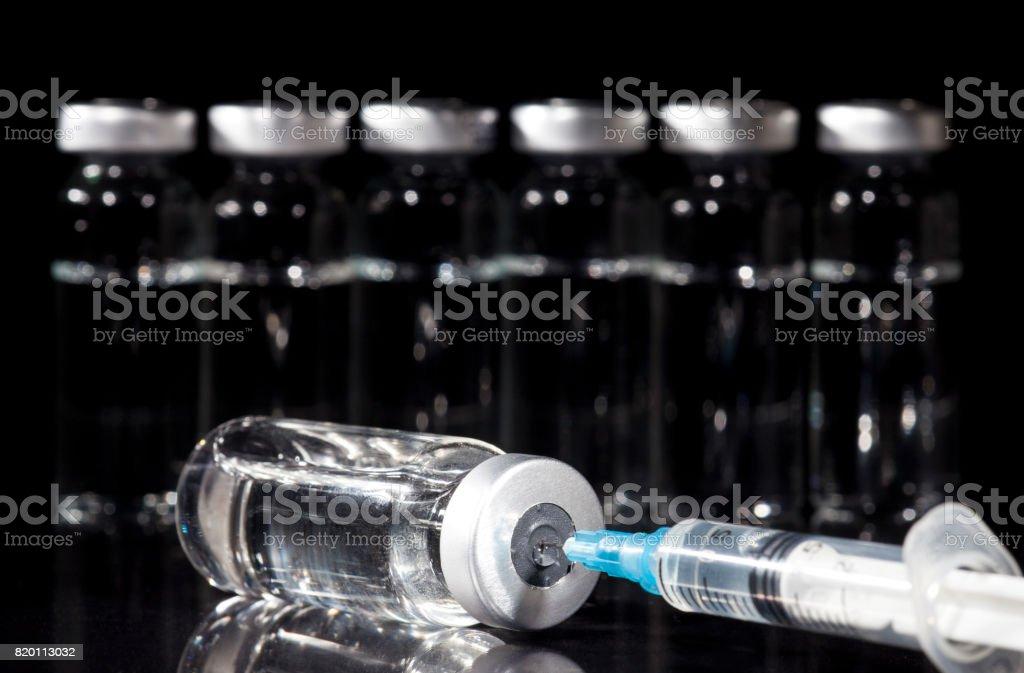 Vidro de remédio Vials e Seringa - foto de acervo