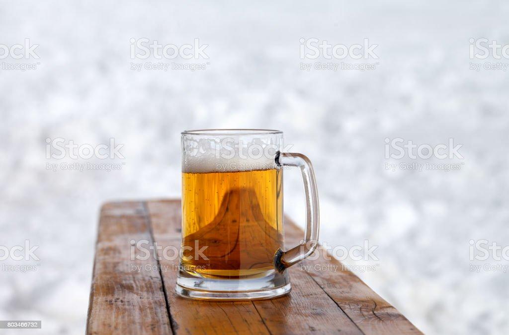 Glaskrug mit frischem Bier vom Fass – Foto