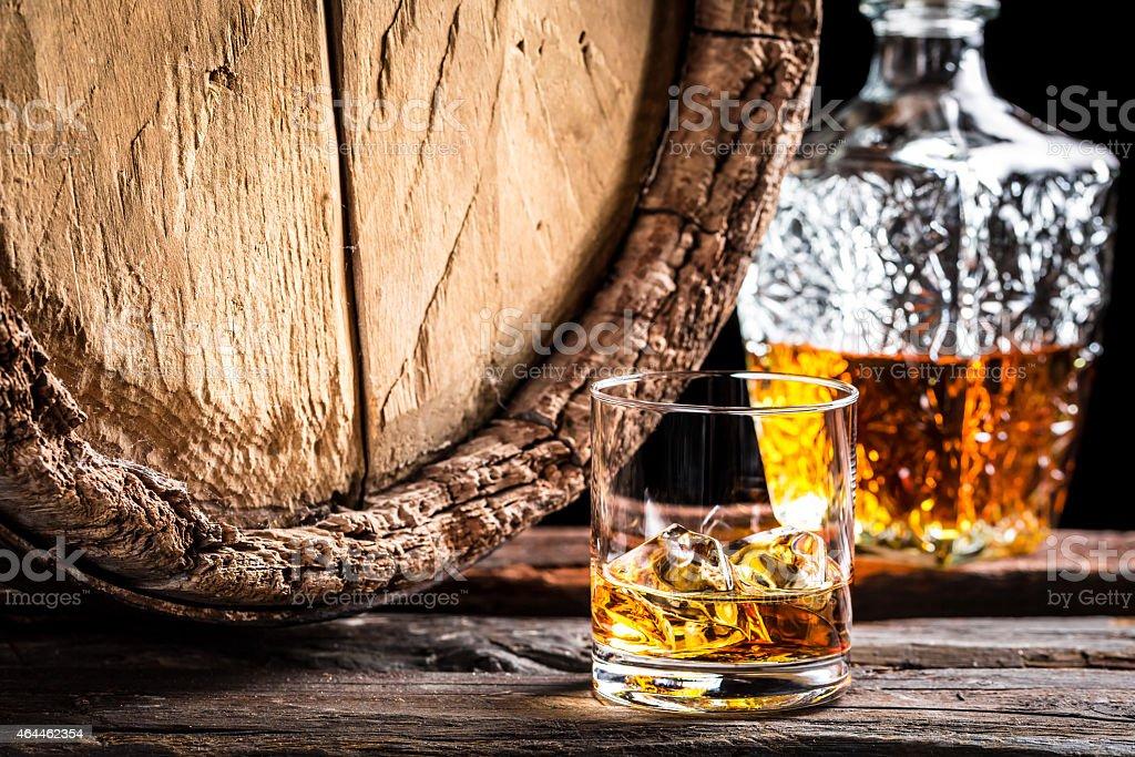 Glas alter whisky mit Eis – Foto