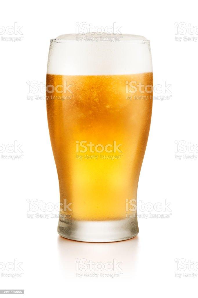 Glas Bier isoliert auf weißem Hintergrund  – Foto