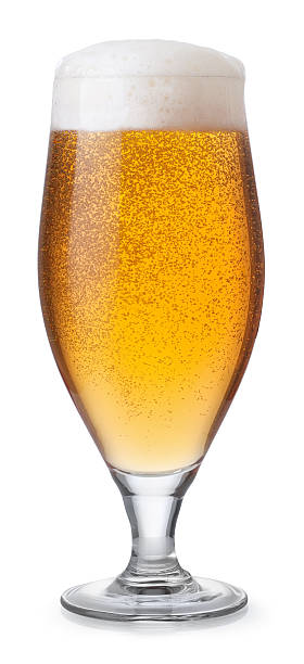 Vaso de cerveza aislado sobre blanco - foto de stock