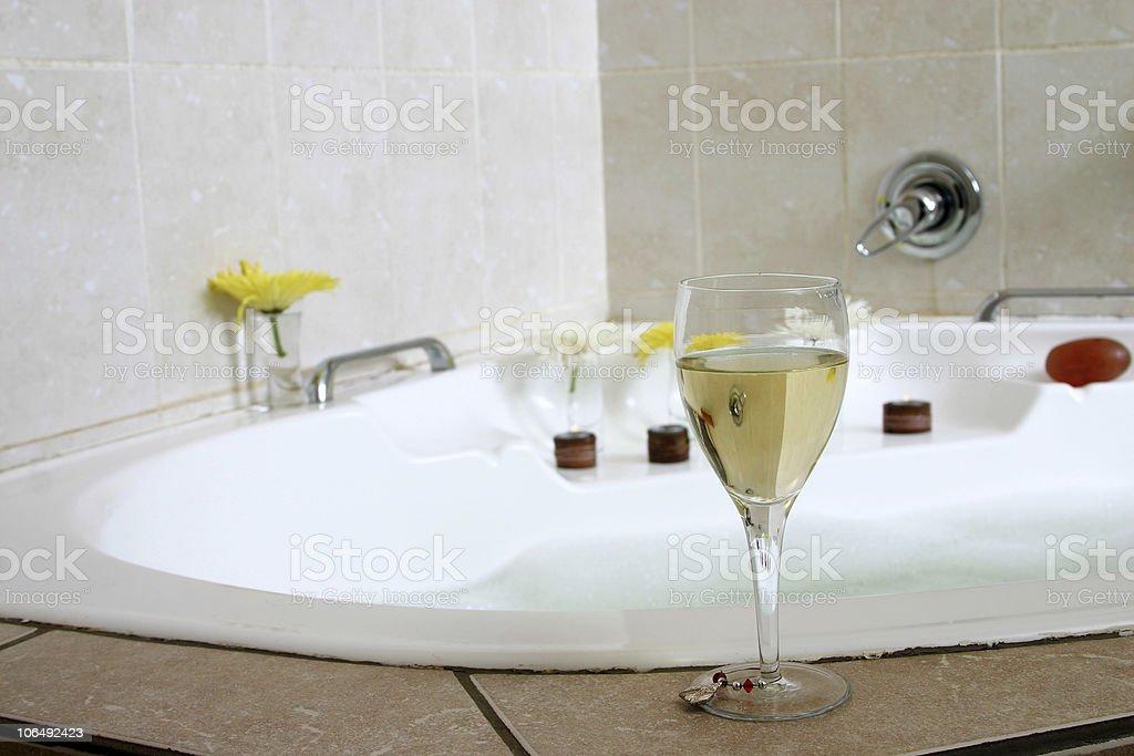 Bicchiere Di Champagne Con Vasca Da Bagno Fotografie Stock E Altre Immagini Di Acqua Istock