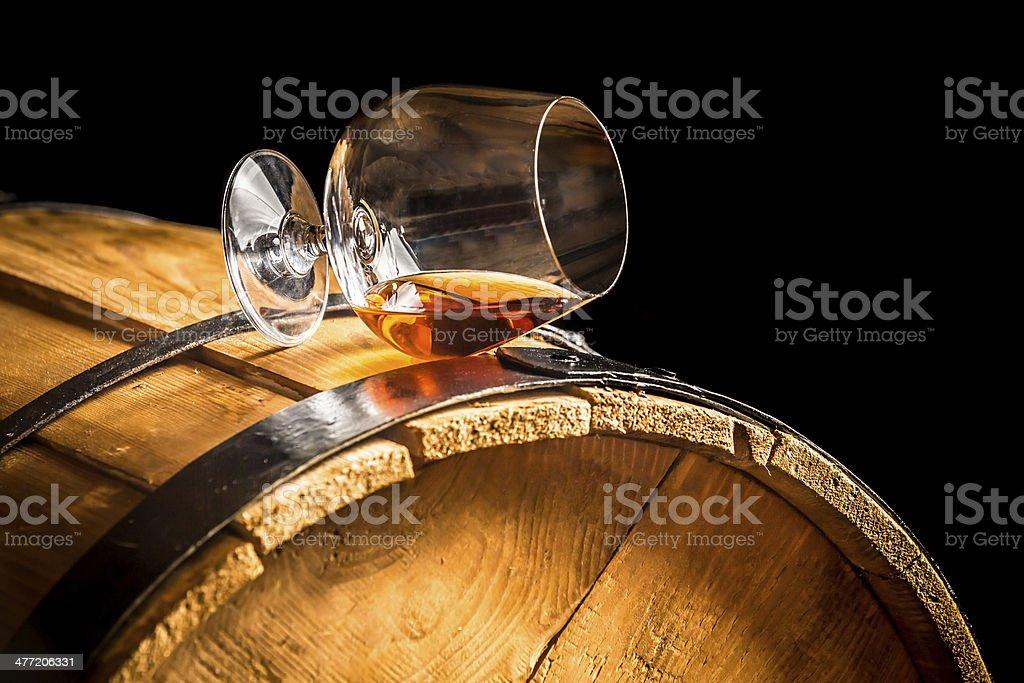 Glas cognac auf der vintage-Hemd – Foto