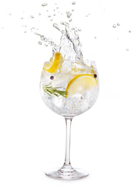 verre de gin tonic éclaboussures - Photo