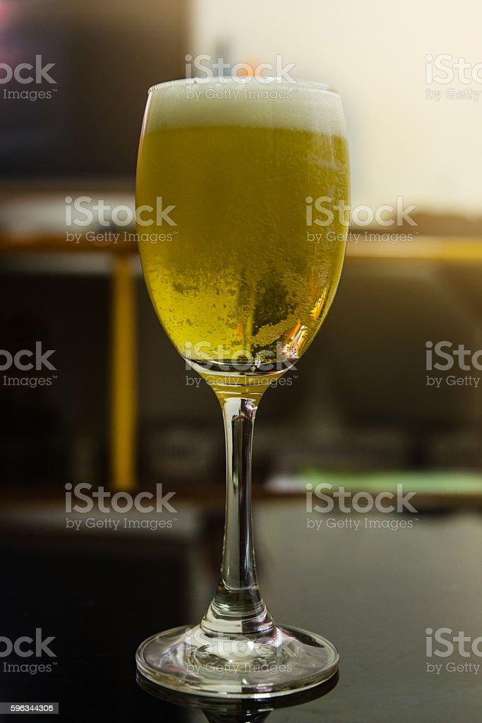 Glass of light beer in restaurant Lizenzfreies stock-foto