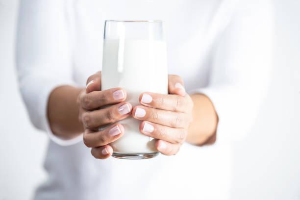 glas melk - calcium stockfoto's en -beelden