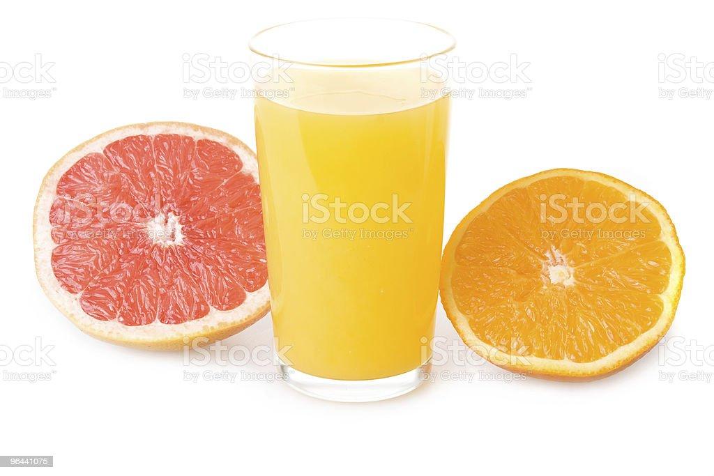 Glass of orange juice and sliced fruits - Royalty-free Bel - Vloeistof Stockfoto