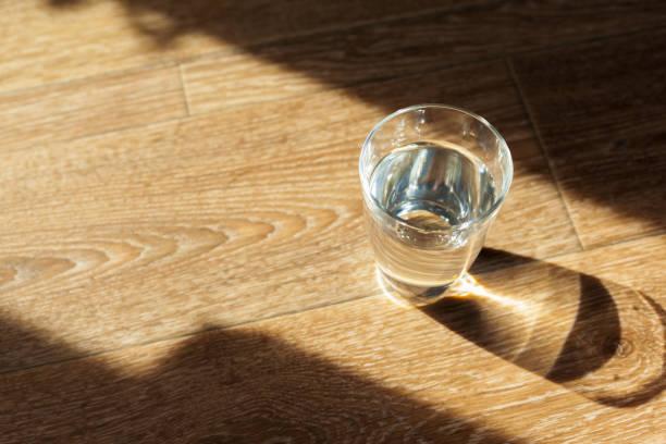 glass of water on table - tap water zdjęcia i obrazy z banku zdjęć