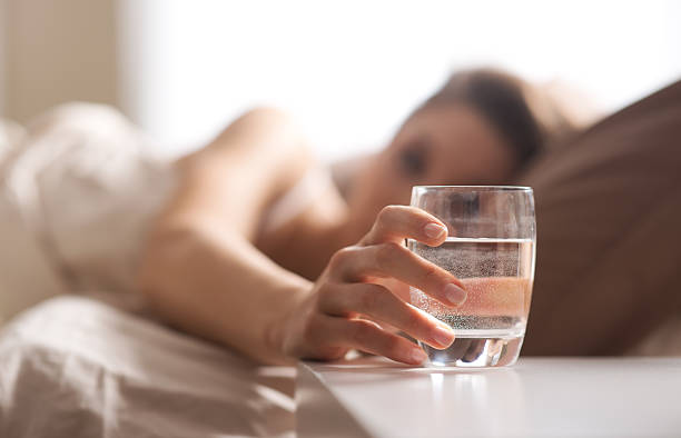 glass of water - woman water stockfoto's en -beelden