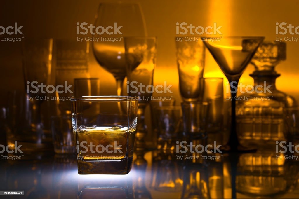 Glass of whiskey with ice photo libre de droits
