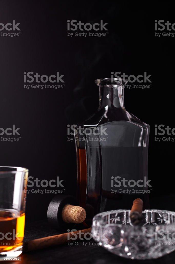 Fotografía de Vaso De Whisky Con Cigarro Fumar Whisky Tabaco y más ...