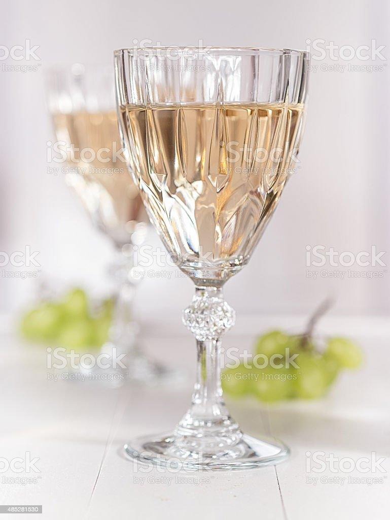 Ein Glas Weißwein stock photo