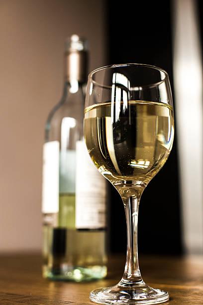 Glas Weißwein. – Foto