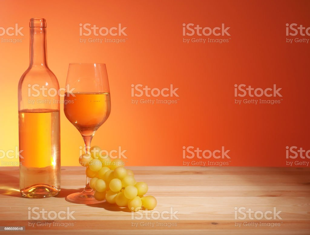Glass of White Wine royaltyfri bildbanksbilder