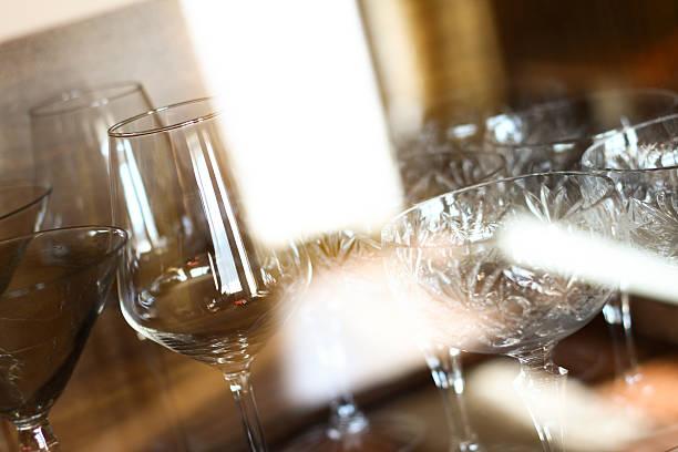 - glas - vitrinenschrank stock-fotos und bilder
